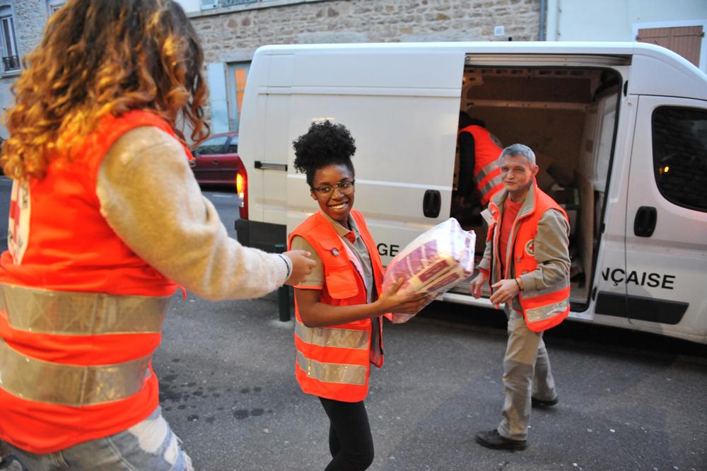 De jeunes adolescents déjà engagés dans le bénévolat